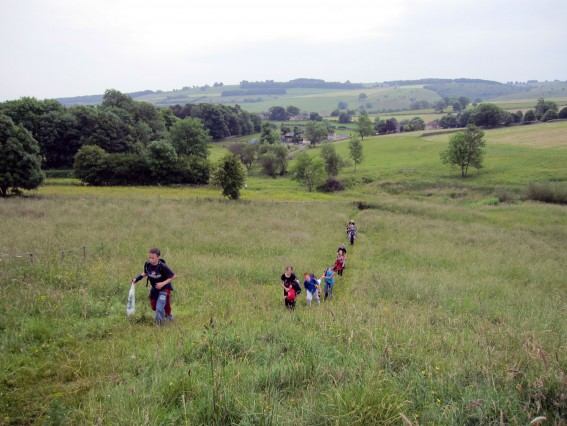 7 children waling across a field