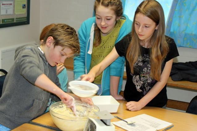 3 children baking