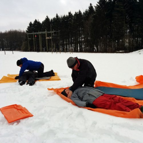 4 people practising first aid on a course