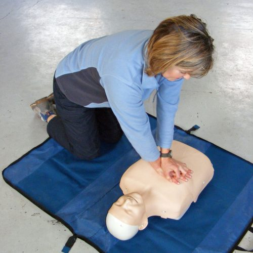 A person practising first aid on a course (onsite ground-based)